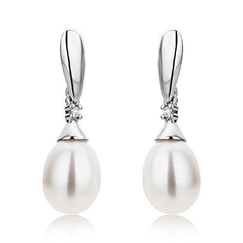 Miore - Boucles d'Oreille Femme - Or blanc (9 Cts) - Diamant et Perle 3    L'or blanc des bijoux Miore offre une touche d'élégance et met en valeur les pierres incrustées Les perles, douces et symétriques, sont des joyaux parfaits pour traduire la féminité de chaque femme La femme qui porte un diamant est l'association parfaite entre les deux plus beaux joyaux du monde.La femme qui porte un diamant est l'association parfaite entre les deux plus beaux joyaux du monde
