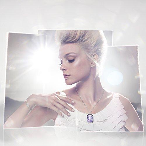 Swarovski Bracelet-jonc Swan, blanc, métal rhodié 3    <p>Swan bracelet ce bracelet jonc plaqué rhodium avec le célèbre motif: le cygne. En cristaux scintillants, offre un look leur élégance intemporelle. L'fermeture chaîne réglable offre une haute résistant et confort. Article no.: 5011990Dimensions: 6x 4,5cm Le bracelet-jonc Swan, plaqué rhodium, présente le motif emblématique de Swarovski : le cygne. Scintillant en un pavé de cristaux clairs, il confère un look d'une élégance intemporelle. Le mécanisme réglable du bracelet-jonc offre une tenue et un confort excellents. Les bijoux Swarovski alimentent véritablement l'expression créative de soi-même. Depuis 1895, le savoir-faire du fondateur Daniel Swarovski en matière de taille du cristal a défini la société.  Sa passion inébranlable pour l'innovation et le design en a fait la première marque mondiale de bijoux et d'accessoires en cristal taillé.</p>
