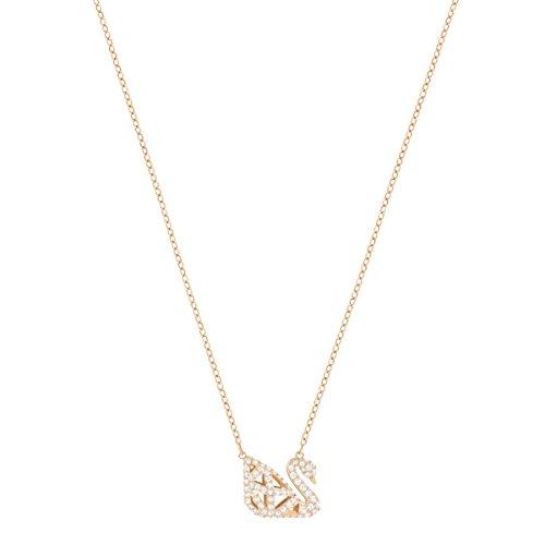 Swarovski Collier Facet Swan, noir, combinaison de métaux plaqués 4    Perfectionnez la tendance noir et blanc avec ce collier réversible avant-gardiste arborant le symbole du cygne emblématique de Swarovski. Inspiré par les facettes du cristal, le design contemporain présente une cage en 3D avec des lignes raffinées de cristaux étincelants sertis pavé, noirs sur une face et incolores sur l'autre. Très facile à coordonner avec d'autres bijoux.