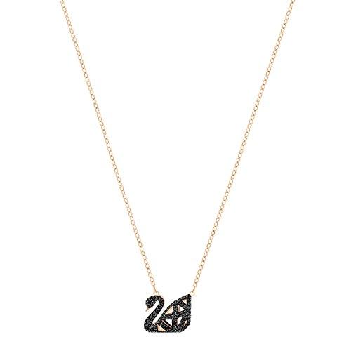 Swarovski Collier Facet Swan, noir, combinaison de métaux plaqués 2    Perfectionnez la tendance noir et blanc avec ce collier réversible avant-gardiste arborant le symbole du cygne emblématique de Swarovski. Inspiré par les facettes du cristal, le design contemporain présente une cage en 3D avec des lignes raffinées de cristaux étincelants sertis pavé, noirs sur une face et incolores sur l'autre. Très facile à coordonner avec d'autres bijoux.