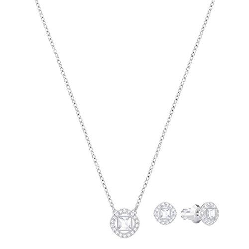 Swarovski Parure Angelic Square, blanc, métal rhodié 3    Resplendissez cette saison et tout au long de l'année avec cette fabuleuse parure de bijoux. Elle se compose d'un pendentif en métal rhodié sur une chaîne et d'une paire de boucles d'oreilles assorties. Affichant des cristaux carrés encadrés d'un pavé de cristaux classique, ce bijou facile à porter restera longtemps indémodable.