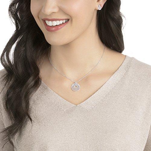 Swarovski Parure Circle, medium, blanc, métal rhodié 5    <p>Terminez votre look avec élégance et simplicité avec ce contemporain mais intemporel ensemble de bijoux, y compris un pendentif sur une chaîne, et une paire de boucles d'oreille assortie. Les nouveaux designs raffinés afficher une super facile à porter la combinaison de cristal transparent et rhodium plaqué. L'accessoire idéal pour toutes les tenues en toute occasion, vous aurez envie de les porter encore et encore. Une EXCELLENTE idée de cadeau. Longueur du collier: 147/20,3cm Longueur des boucles d'oreille: 3/20,3cm l'article No.: 5367727 Peaufinez votre look avec élégance et aisance grâce à cette parure de bijoux à la fois contemporains et intemporels. Elle se compose d'un pendentif sur une chaîne et d'une paire de boucles d'oreilles assorties.Le nouveau design sophistiqué présente une association ultra facile à porter de cristal incolore et de métal rhodié. C'est l'accessoire idéal pour toutes les tenues et toutes les occasions. Une superbe idée cadeau. Les bijoux Swarovski alimentent véritablement l'expression créative de soi-même. Depuis 1895, le savoir-faire du fondateur Daniel Swarovski en matière de taille du cristal a défini la société.  Sa passion inébranlable pour l'innovation et le design en a fait la première marque mondiale de bijoux et d'accessoires en cristal taillé.</p>
