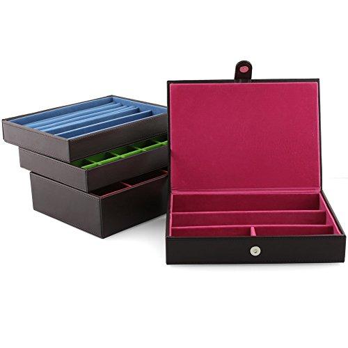 Amzdeal Boîtes à Bijoux avec 4 Plateaux Séparées, Coffret rangement en Cuir PU à maquillage, bijoux et cosmétique beauty, Meilleur Cadeau pour Femmes-Brun Foncé 5 Bijoutier Boutique QUATRE COUCHES SEPAREES: Ce coffret est divisée en quatre couches,Le premier couche est lui-même une boîte à bijoux séparé (25 x 18 x 4,5 cm), Le second couche (25 x 18 x 4,5 cm) pour le stockage des bagues.Le troisième couche a 25 petits compartiments (4,5 x 3 cm).Le quatrième couche (25 x 18 x 6,5 cm) est divisé en trois compartiments (7,5 x 17 cm). Les 4 couches ne sont pas liées, donc elles peuvent être utilisées séparément MULTI-FONCTION: Design de modèle, dérouler toutes les couches pour exposer les bijoux pour facile à choisir. Superposer les couches pour économiser l'espace et mieux arranger vos bijoux. Capable de satisfaire l'exposition et le rangement QUALITE SUPERIEUR: Le coffret est fait à la main, trace soignée, fabriqué en similicuir, apparence élégante, simple et luxueuse. Doublure intérieure effet velours anti-usure pour protéger vos bijoux contre des poussières, des rayures.