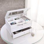Boite à bijoux, bois laqué blanc mat, compartiments, 2 tiroirs, intérieur tissu gris 3 Bijoutier Boutique Boite à bijoux - 22 x 15 x 12 cm Dimension intérieure des tiroirs : 19 x 12,5 cm x 2,7 cm