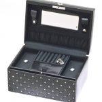 Davidt's - 354255.01 - Boîte à bijoux Femme - Noir 3 Bijoutier Boutique Couleur de la boîte ou du coffret à bijoux : Noir Dimensions de la boîte ou du coffret à bijoux : 24 x 16.5 x 12.5 cm