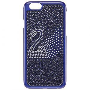 Swarovski Swan Blue Coque rigide pour smartphone L'accessoire glamour parfait pour votre iPhone® 6. Cette coque en plastique bleu foncé scintille en cristaux bleus et noirs