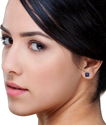 Boucles d'oreilles 378/1000 Saphir Bleu 4 Bijoutier Boutique L'or blanc des bijoux Miore offre une touche d'élégance et met en valeur les pierres incrustées Si vous êtes né(e) en septembre, vous pouvez choisir parmi les différentes couleurs du saphir pour exprimer votre personnalité rayonnante Chaque bijou Miore est livré avec son certificat d'authenticité