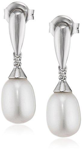 Miore - Boucles d'Oreille Femme - Or blanc (9 Cts) - Diamant et Perle 2 Bijoutier Boutique L'or blanc des bijoux Miore offre une touche d'élégance et met en valeur les pierres incrustées Les perles, douces et symétriques, sont des joyaux parfaits pour traduire la féminité de chaque femme La femme qui porte un diamant est l'association parfaite entre les deux plus beaux joyaux du monde.La femme qui porte un diamant est l'association parfaite entre les deux plus beaux joyaux du monde